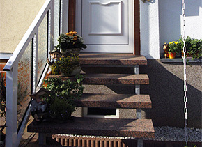 Stahltreppe mit Granitbelegung