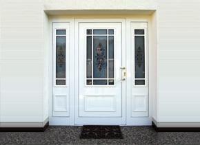 Aluminiumhaustür mit zwei Seitenteilen
