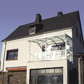 Terrassenüberdachung mit einem Seitenteil
